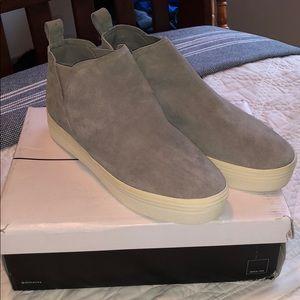 Dolce Vita Tasha 9.5 smoke suede shoes brand new!